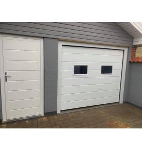 Sidedør i hvid til garage med kram og lås